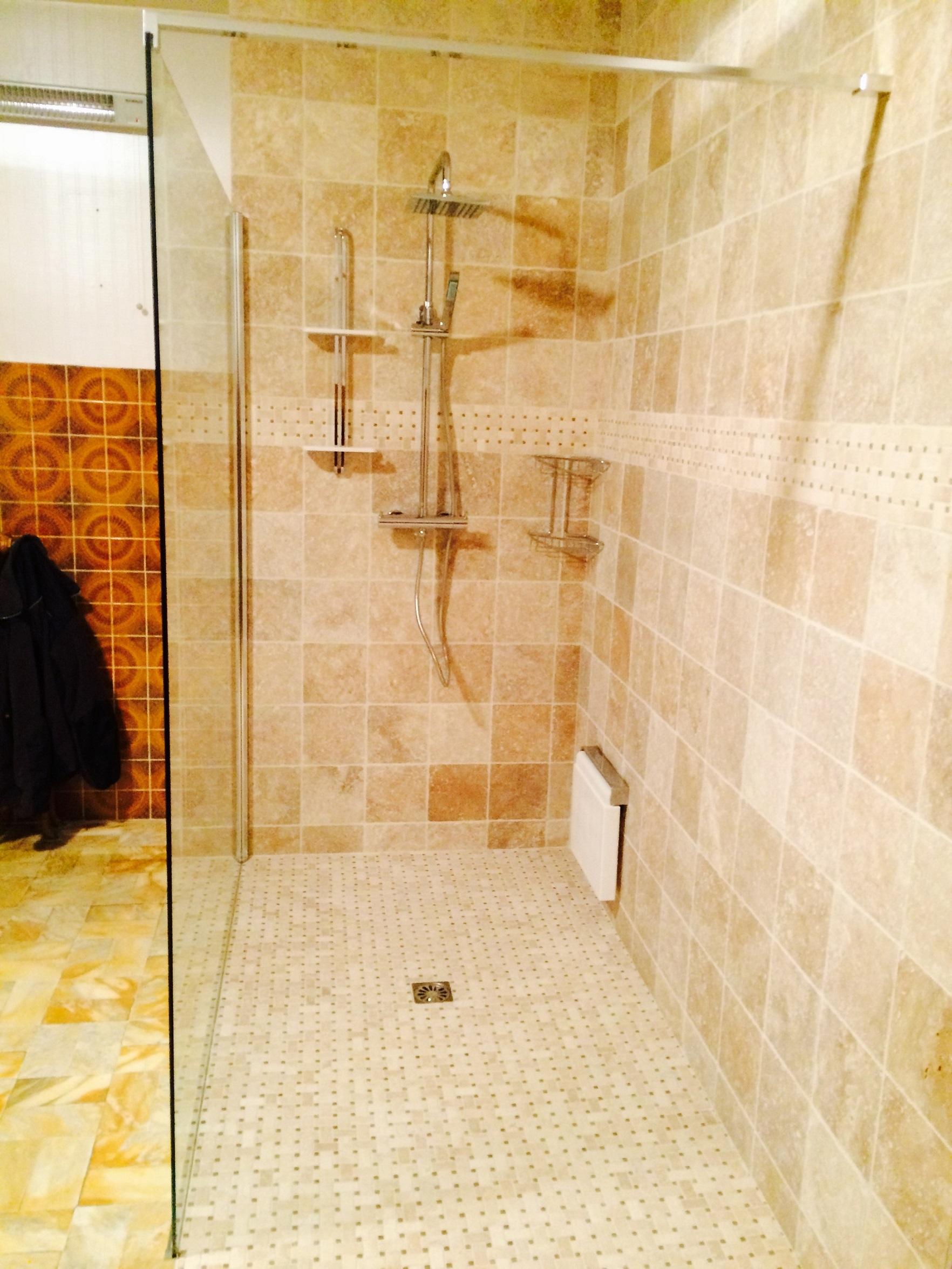 Carrelage carreleur fa ence terrasse salle de bain - Baignoire en pierre naturelle ...
